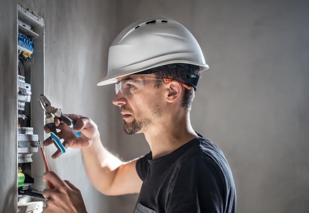 Réparation panne électrique avec un électricien
